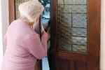Raggirano un'anziana di Niscemi e tentano di derubarla, arrestate due siracusane
