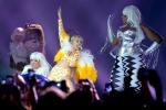 Si fa sculacciare con una bandiera messicana: guai per Miley Cyrus