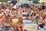 Autunno in spiaggia: Mondello presa d'assalto dai bagnanti