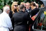 Nicole Kidman commossa ai funerali del padre