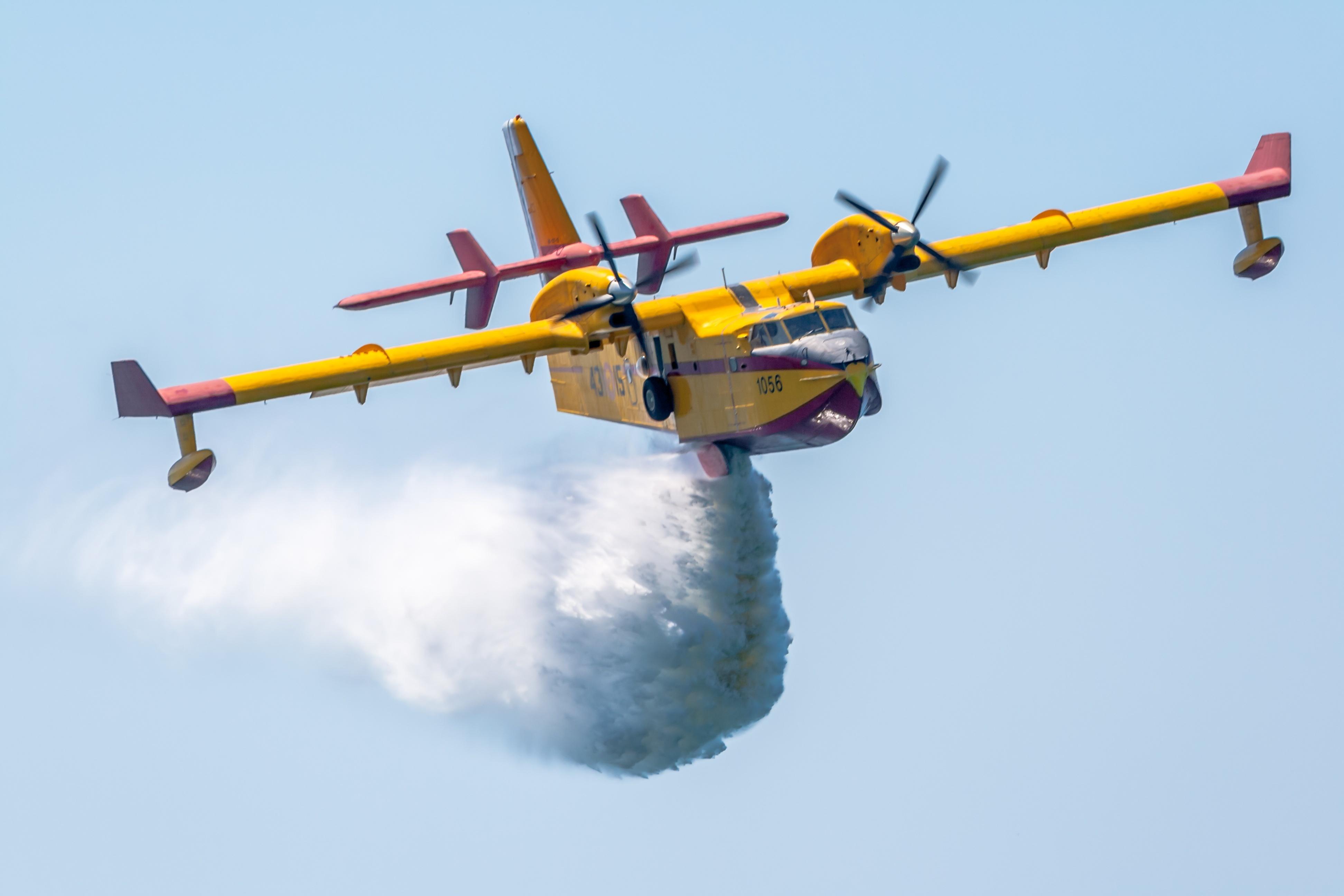 Canadair O Elicottero : Incendi e paura a palermo fiamme tra molara villagrazia