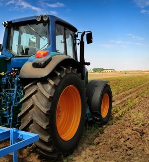 """Trasporto dei trattori su camion vietato, """"danno per gli agricoltori del Trapanese"""""""