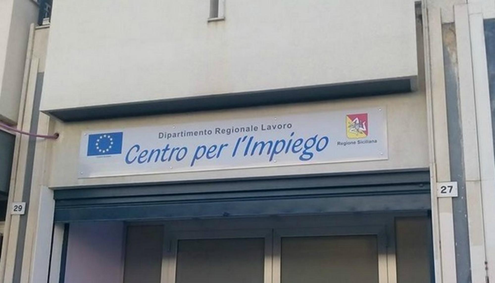 Ufficio Collocamento A Palermo : Centro per limpiego di palermo sit in dei dipendenti giornale di