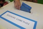La Regione: niente rinvio a Trapani. I candidati inquisiti costretti a restare in corsa
