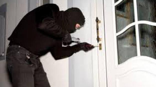 chiave bulgara, furti in casa, topo d'appartamento, Sicilia, Cronaca