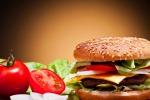 Ragusa, evade dai domiciliari per andare a mangiare un hamburger: preso