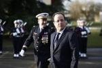 Hollande aveva così smentito le voci di un matrimonio imminente con la Gayet