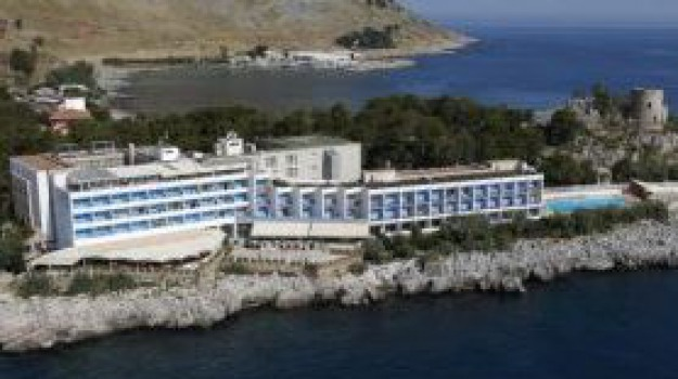 Crisi, Hotel La Torre, Sicilia, Palermo, Cronaca
