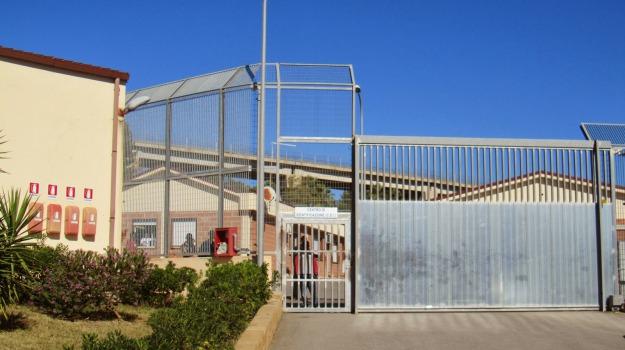 espulsione tunisini, migranti, pian del lago, Caltanissetta, Cronaca