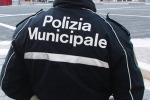 Falsomiele, sequestrati 1200 chili di alimenti in magazzino abusivo: denunciata una donna