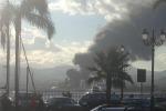 Milazzo, incendio alla raffineria: turisti invasi dalla nube nera