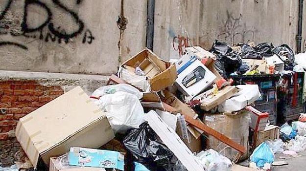 borgo vecchio, buche, Palermo, rifiuti, Sicilia, Palermo, Cronaca