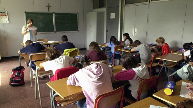 caltanissetta, scuola, sovraffollamento classi, Andrea Manerchia, Caltanissetta, Cronaca