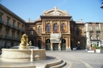 Catania, dipendenti del teatro Bellini protestano sul tetto