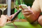 Auguri sempre più social con Whatsapp e Instagram