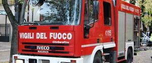 A fuoco casa sull'albero ad Agrigento, l'incendio danneggia due auto