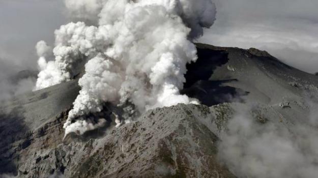 dispersi, eruzione, feriti, giappone, vulcano, Sicilia, Mondo