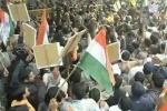 Nuova Delhi, scontro religioso bloccato da uno spogliarello eunuchi