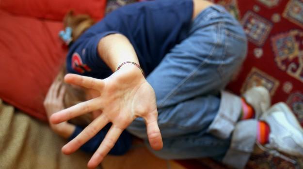 abusi minore niscemi, Caltanissetta, Cronaca