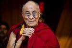 Summit dei Nobel per la pace, il Dalai Lama a Roma: proteste nella capitale