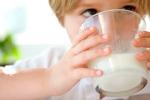 Il latte fresco protegge i bambini da infezioni, febbre e otite