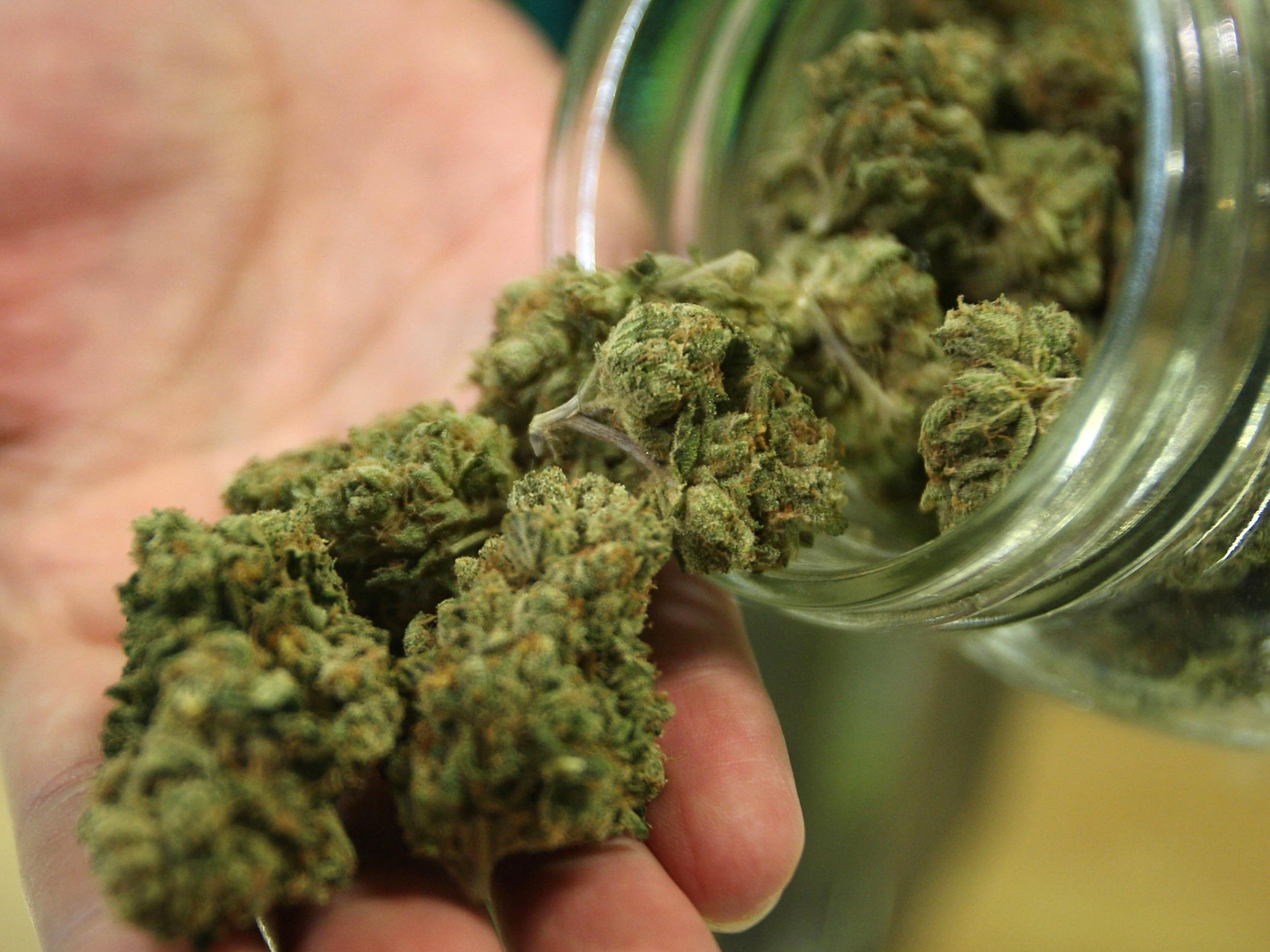 Fumare marijuana da adolescenti distrugge il sistema immunitario ...