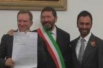 Nozze gay, Marino trascrive il primo matrimonio a Roma