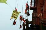 Protesta contro le trivelle, Greenpeace occupa piattaforma nel mare di Sicilia. Il video