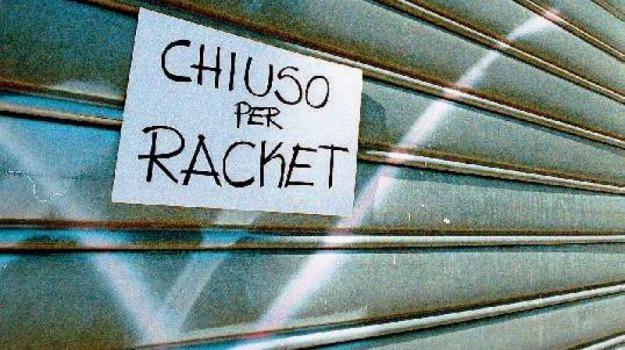 caltagirone, estorsione, Catania, Cronaca