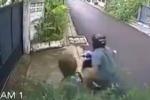 Scippo in diretta in Thailandia, anziana rimane aggrappata alla borsa per 200 metri. Il video