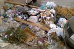 La scia di rifiuti che riempie Palermo dai marciapiedi alle strade