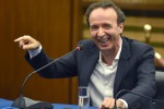Benigni: porto i 10 Comandamenti in tv... prima che Renzi li cambi
