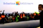 Soccorsi in mare, sbarco di migranti a Pozzallo