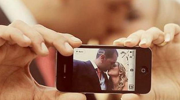 fiera, preparativi, scatto, selfie, sposi, Sicilia, Società