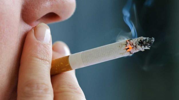 casa, fumatore, fumo, sigaretta, John Cherrie, Sicilia, Vita
