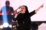 """Suor Cristina torna e canta """"Like a virgin"""": """"E' il tocco di Dio per me"""". Il video"""
