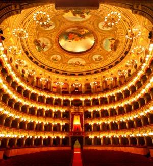 Bellini, acrobati e macchine sceniche, così Catania ha accolto il nuovo anno