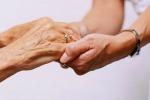 La donna siciliana vive più a lungo degli uomini ma si ammala di più