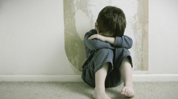 abusi sessuali, leonforte, Enna, Cronaca