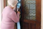 Caltanissetta: cerca di truffare un'anziana, lei lo scopre e poi lo perdona