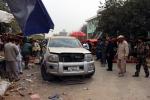 Esplode un'autobomba a Jalalabad, tre morti: tra loro un civile
