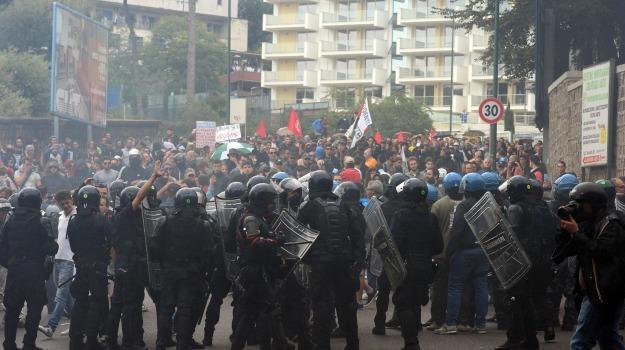 Bce, polizia, scontri, Sicilia, Cronaca