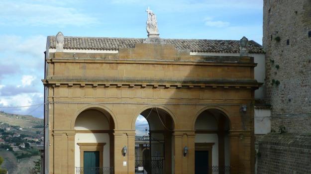 Cimitero, gabinetti, Caltanissetta, Cronaca