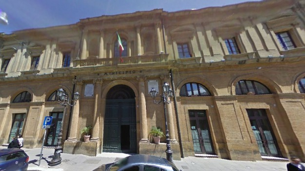 acqua, Caltanissetta, Politica