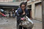 """Alluvione a Genova, al lavoro gli """"Angeli del fango"""". Le immagini"""