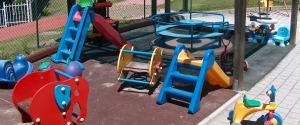 Schiaffi ai bimbi dell'asilo nido se non mangiano, maestra arrestata a Ragusa