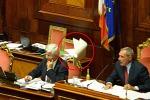 Rissa in Senato, ma passa la fiducia Jobs act, Renzi: un passo in avanti