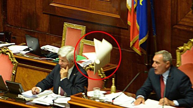 ARTICOLO 18, fiducia, governo, jobs act, LAVORO, m5s, voto, Giuliano Poletti, Maria Elena Boschi, Sicilia, Politica