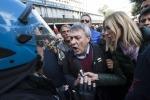 Manifestazione a Roma, scontri fra operai e polizia