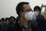 Contro lo smog, maratona con le mascherine a Pechino